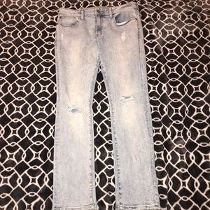 Distressed Light Wash AE Jeans